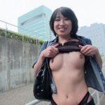 いい感じの人妻が外でヘンタイ露出してる画像で、まったりシコシコ[15枚]