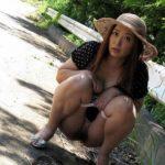 31歳アラサー人妻が露出プレイしてる画像の頂点を決めようジャマイカ[13枚]