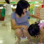 子供に気を取られた新妻が無防備にもパンチラしちゃった画像がアツい![15枚]