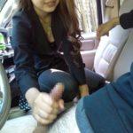 いい感じの奥様が締め切った車内でSEXYになった画像をじっくり楽しむスレ[15枚]