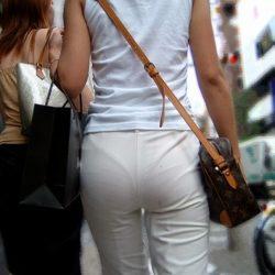 29歳アラサー奥さんが服を着たままでHなお尻と太ももを見せてくれる画像って必ず抜けるよね[12枚]