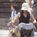 若い人妻がパンティ見えちゃってる画像の素晴らしさを実感するスレ[15枚]