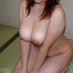 Gカップ巨乳の垂れたオバサン熟女の丸出しおっぱい画像をお楽しみ下さい[15枚]