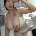 若い奥様が淫乱になったセクシー自撮りをお楽しみ下さい[14枚]