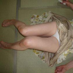30代のおばさんが油断して下着がみえてる画像をじっくり楽しむスレ[13枚]