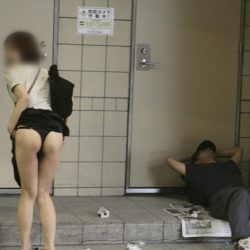 けしからんオッパイの20代新妻が路上で変態露出してる画像、勃起まで6秒ですわ[15枚]
