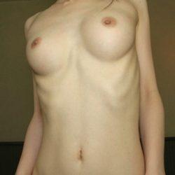 絶品巨乳のおもわず揉みたい美乳の20代人妻がエロい事してる画像、今週のまとめ[25枚]
