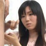 若い若奥さんが勃起したチンコを握ってる画像で、特にエロいの集めました[15枚]