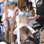 芸術的美乳の主婦が路上でナマ露出してる画像が最高にアツい[15枚]