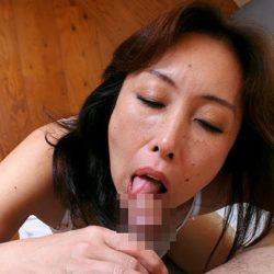 40手前のオバサン熟女が丁寧にフェラしてくれる画像をご覧ください[15枚]
