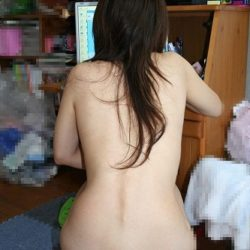 24歳くらいの一般の人妻がHなボディを見せてくれる画像で、まったりシコシコ[15枚]