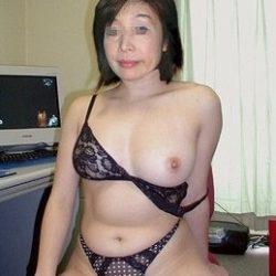30代のおばさん熟女がエロい体で誘惑してくる画像で、特にエロいの集めました[15枚]