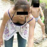 子供と一緒の人妻奥さんが胸チラしてる画像、どれが一番抜ける?[13枚]