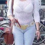 32歳アラサー奥さんが服を着たままでエッチなボディを見せてくれる画像が即ヌキ確実ww[15枚]