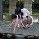 子連れの若奥さんが胸チラパンチラしちゃってる画像のお気入りをうp[25枚]