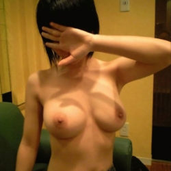Eカップ巨乳の奥様がSEXYボディを見せてくれる画像でシコろうか[47枚]