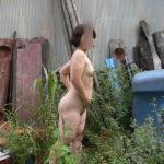 40代のおばさん熟女が外でヘンタイ露出してる画像が過激すぎww[38枚]