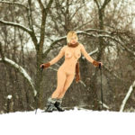 エロいカラダした若人妻が雪山とか雪国でまっぱでヘンタイ露出してる画像が過激すぎww[26枚]