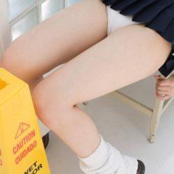 色気のある若人妻がエロい美脚とか太もも晒してる画像がエロ過ぎてヤバイです[42枚]