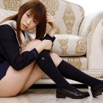 ムッちりとした女子●生コス美女がミニスカート制服ミニスカで卑猥なポーズしてる画像が過激すぎww[37枚]