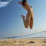 お嫁さんが海で露出してる画像がたまらんエロさ[36枚]