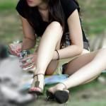 25歳くらいの若妻が油断してパンチラしちゃった画像[15枚]